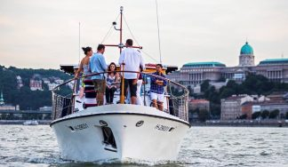 Private boat cruise in Budapest during a stag do