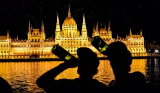 baot cruise with beers in Budapest