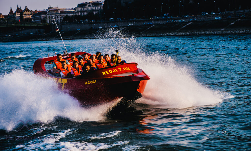 Jet boat tour in Budapest