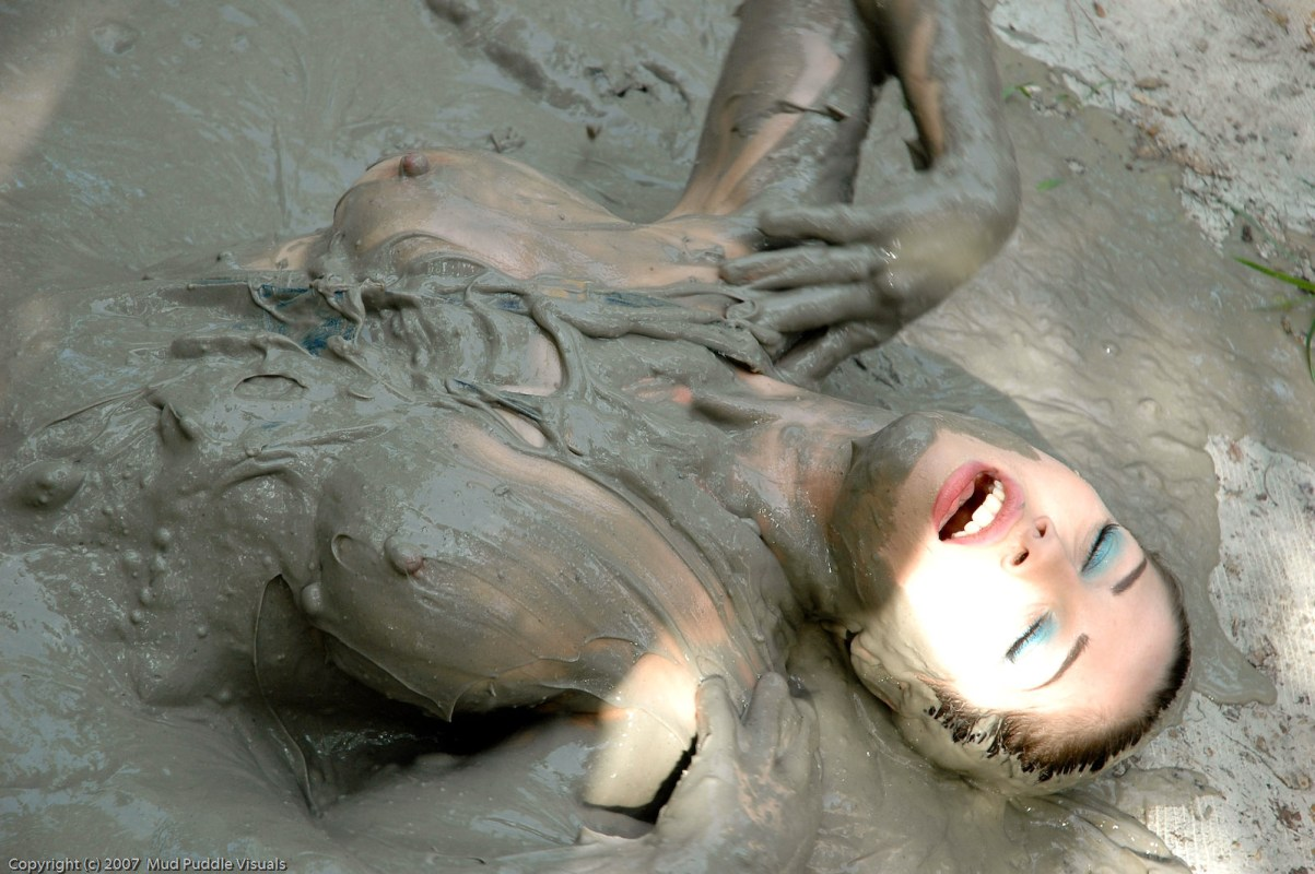 Lana Clarkson Topless Fight In Mud Barbarian Queen Ii